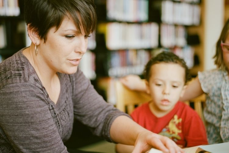 ayudar a hijos a estudiar